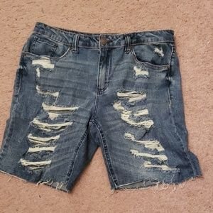 Almost famous distressed jean short sz9